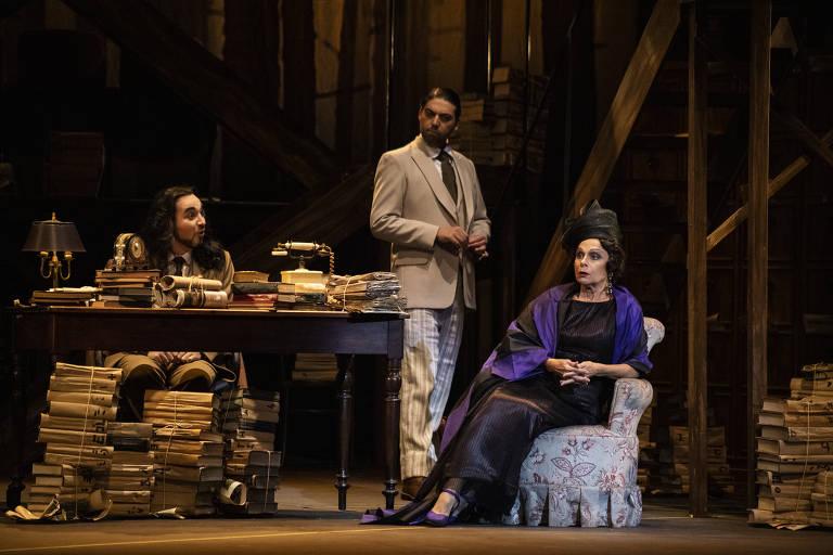 Veja imagens de 'O Caso Makropulos', primeira ópera a usar som de telefone