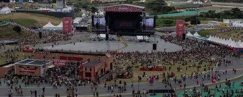 SÃO PAULO, SP, BRASIL, 06-04-2019: Palco Budweiser é isolado por conta de risco de raios e também pelo mal tempo que se aproxima do autódromo de Interlagos. Os shows do festival Lollapalooza foram interrompidos por questão de segurança. (Foto: Eduardo Anizelli/Folhapress, ILUSTRADA)