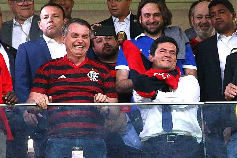 Jair Bolsonaro e Sergio Moro durante jogo do Flamengo, na quarta-feira (12)
