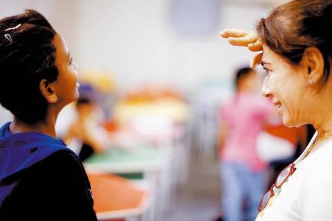 ORG XMIT: 083801_0.tif Yovonne Bezerra de Mello (à dir.), educadora que lidera o projeto e é finalista na premiação Empreendedor Social 2008.(Rio de Janeiro, RJ, 06.10.2008. Renato Stockler/NaLata)