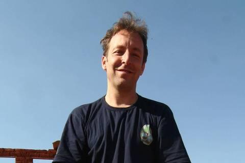 ORG XMIT: 154501_0.tif André Soares, do Instituto de Permacultura e Ecovilas do Cerrado e um dos finalistas da terceira edição do Prêmio Empreendedor Social. O Ipec é referência em educação ambiental e soluções para habitação ecológica, saneamento responsável e energia renovável desde 1998. O Prêmio Empreendedor Social, parceria da Fundação Schwab, da Suíça, com o jornal Folha de S.Paulo e, a partir de 2007, com o portal UOL, identifica e estimula líderes de ONGs (organizações não-governamentais), empresas sociais, cooperativas e pessoas que desenvolveram iniciativas sociais e sustentáveis em benefício de comunidades de baixa renda. (Terezópolis de Goiás, GO. Foto de Danilo Verpa/Folhapress)