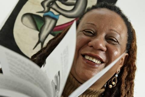 ORG XMIT: 372901_1.tif A enfermeira Berenice Assumpção Kikuchi, de 55 anos, que fez uma longa pesquisa sobre a anemia falciforme, a doença hereditária de maior predominância no mundo que atinge descendentes de negros, pois surgiu de mutação genética na África. Em 1997 fundou a Aafesp (Associação de Anemia Falciforme do Estado de São Paulo), que dá atendimento, assistência jurídica, suporte a familiares e curso sobre a doença. Ela foi a segunda colocada no Prêmio Empreendedor Social 2006. (São Paulo (SP). 15.11.2006. Foto de Renato Stockler/Folhapress)