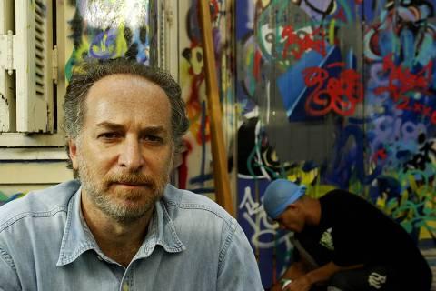 ORG XMIT: 361701_1.tif O psiquiatra Auro Danny Lescher, que fundou o Projeto Quixote em 1996, para possibilitar geração de renda e desenvolvimento sócio-educacional de crianças e jovens em situação de risco; em 2005, realizou 9.000 oficinas, 6.000 atendimentos clínicos e 2.100 atendimentos familiares. Com o projeto ele participou do Prêmio Empreendedor Social. (São Paulo (SP). 31.11.2006. Foto de Renato Stockler/Folhapress)