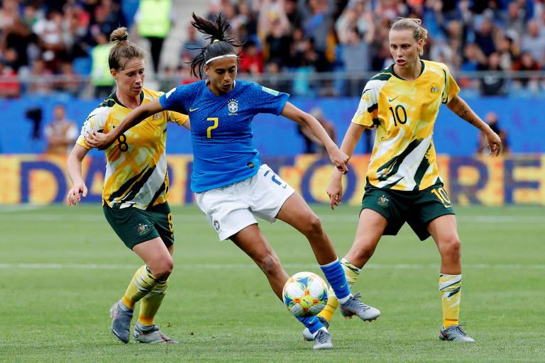 Andressa em ação na derrota por 3 a 2 para a Austrália, na 2ª rodada da fase de grupos