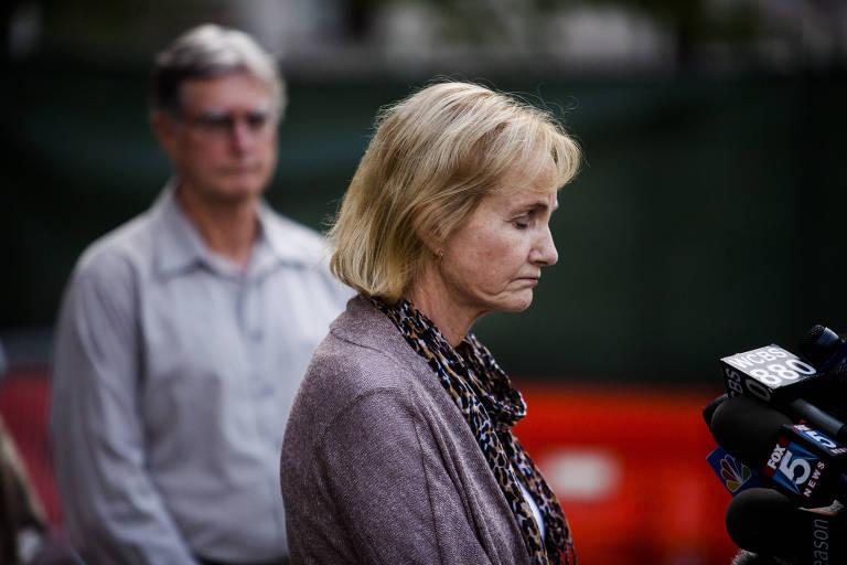 Lyn Ulbricht, mãe de Ross Ulbricht, condenado à prisão perpétua por participar da criação da Silk Road, mercado de drogas na dark web, durante entrevista coletiva em Nova York