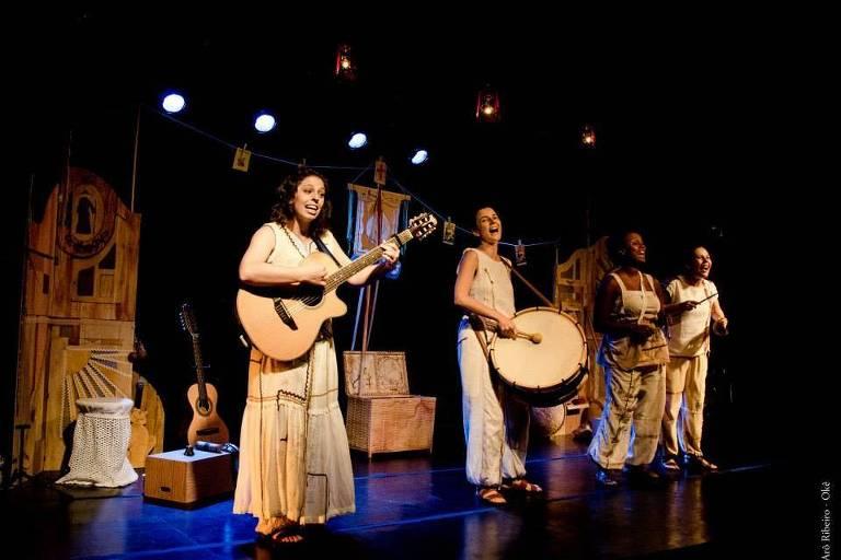 Cena do musical 'Letras Perambulantes'