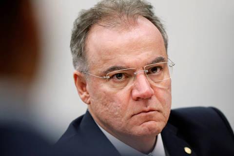 Bancos tentam alívio em alta de tributação prevista por relator da Previdência