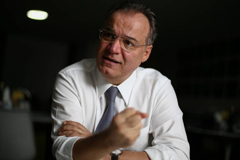 O relator da reforma da previdência na Câmara, deputado Samuel Moreira (PSDB-SP), durante entrevista à Folha, no cafézinho do Plenário da Câmara, em Brasília