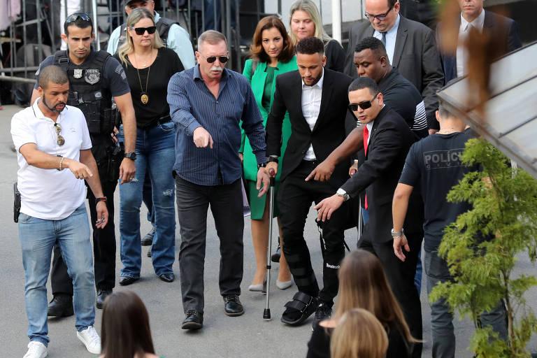 Neymar chega à Delegacia da Mulher em São Paulo para prestar depoimento sobre acusação de estupro contra a modelo Najila Trindade