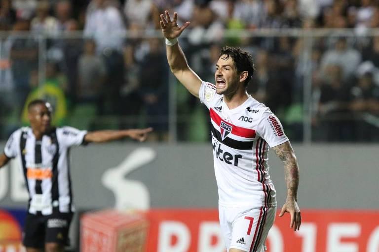 Pato comemora o seu gol, que empatou o duelo contra o Atlético-MG, pela nona rodada do Brasileirão