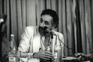 Clóvis Rossi participa de um debate em 1986; ele estava na Folha desde 1980