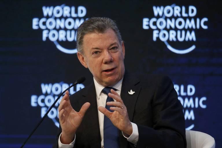 Juan Manuel Santos fala em Davos, na Suíça