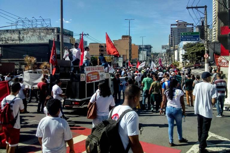 Protesto na avenida dos Autonomistas, em Osasco
