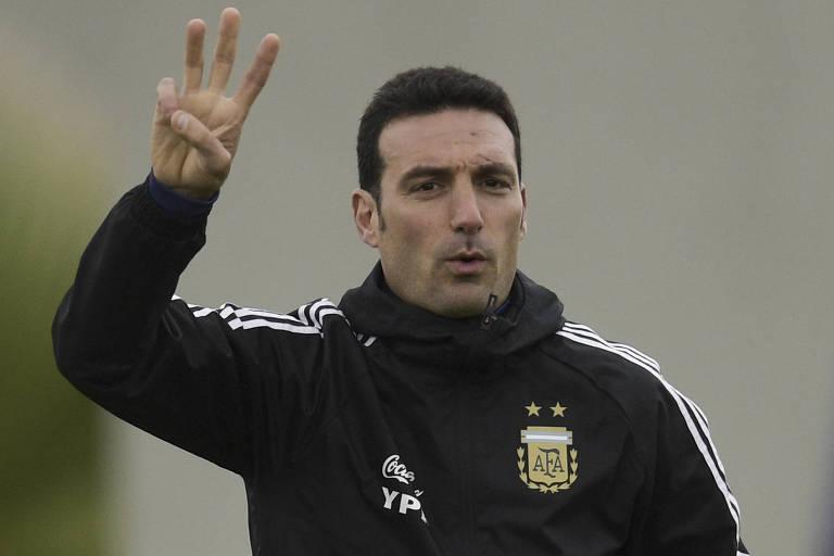 O técnico da seleção argentina, Lionel Scaloni, durante treino da equipe