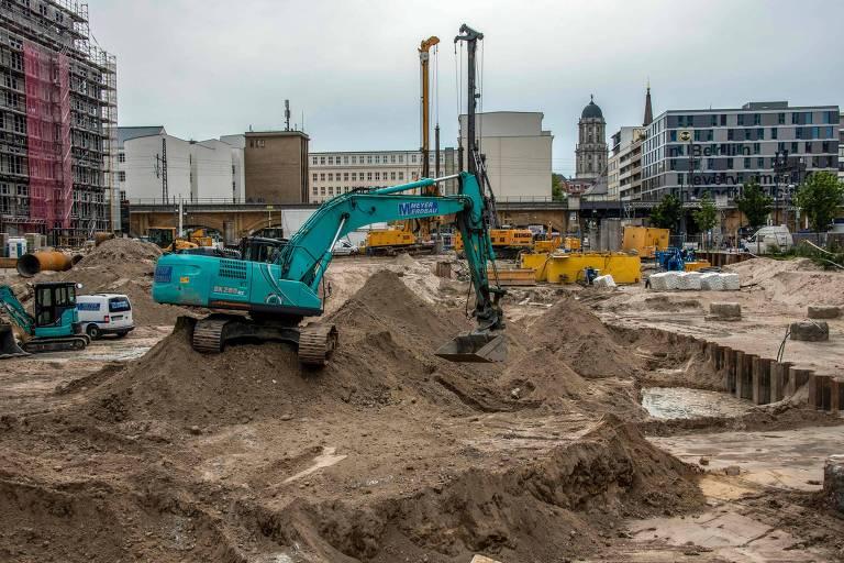 A bomba de cem quilios foi encontrada próxima a um shopping center na Alexanderplatz, em Berlim, na Alemanha