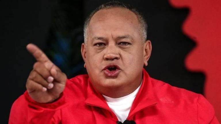 O programa 'Con el Malzo Dando' é transmitido semanalmente pelo canal estatal venezuelano de televisão