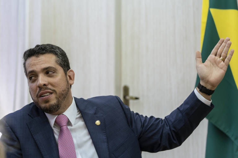 O deputado estadual Rodrigo Amorim (PSL) em seu gabinete na Assembleia Legislativa do Rio