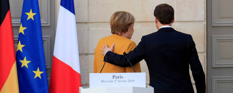 FILE PHOTO: French President Emmanuel Macron and German Chancellor Angela Merkel leave after a joint news conference at the Elysee Palace in Paris, France, February 27, 2019.   REUTERS/Gonzalo Fuentes/Pool/File Photo ORG XMIT: FW1