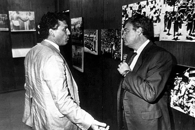 Ricardo Teixeira (à direita), conversa com o técnico Sebastião Lazaroni sobre a convocação dos jogadores para a Copa do Mundo de 1990