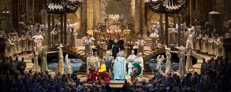 Ópera Turandot, encenada no Metropolitan de Nova York, com direção de palco de Franco Zeffirelli