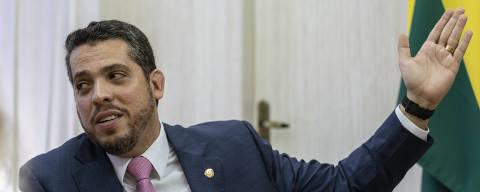 Rio de Janeiro, Rj, BRASIL. 31/05/2019; O deputado Rodrigo Amorim (PSL) em seu gabinete na Alerj; ele lança na Alerj livro sobre seus 100 dias de mandato.   ( Foto: Ricardo Borges/Folhapress)