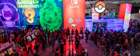 (190614) -- LOS ANGELES, June 14, 2019 (Xinhua) -- Visitors are seen at the Electronic Entertainment Expo (E3) at the Los Angeles Convention Center in western U.S. state of California, June 13, 2019. The annual 3-day show, which kicked off Tuesday, organized by the Entertainment Software Association (ESA), expects at least 60,000 attendees, 300 exhibitors and thousands of products on display. (Xinhua/Qian Weizhong)