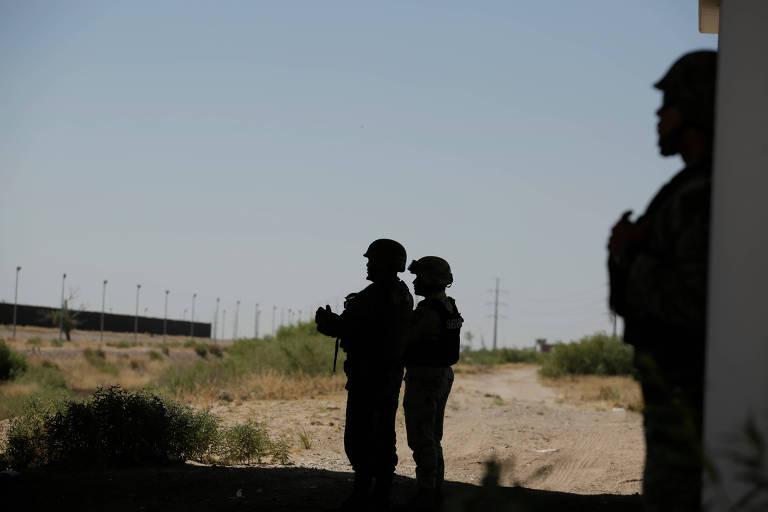Soldado mexicano em Ciudad Juarez durante operação para inibir o fluxo de imigrantes ilegais