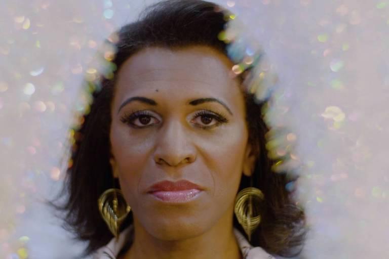 foto de mulher transgênero