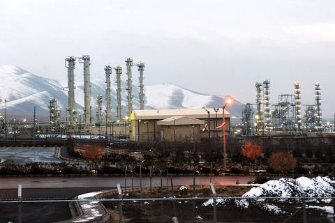 (FILES) This file photo taken on January 15, 2011 shows a general view of the water facility at Arak south-west of the Iranian capital Tehran. - Iran's atomic energy organisation spokesman Behrouz Kamalvandi said at a press conference broadcast live from Arak on June 17, 2019, the Islamic republic will surpass from June 27 its uranium stockpile limit set under the nuclear deal with world powers, turning up the pressure after the US walked away from the landmark pact last year. He said the move was in retaliation for the unilateral US withdrawal from the 2015 nuclear deal, which saw Washington impose tough economic sanctions on Tehran. (Photo by Hamid FOROUTAN / ISNA / AFP) ORG XMIT: AK003