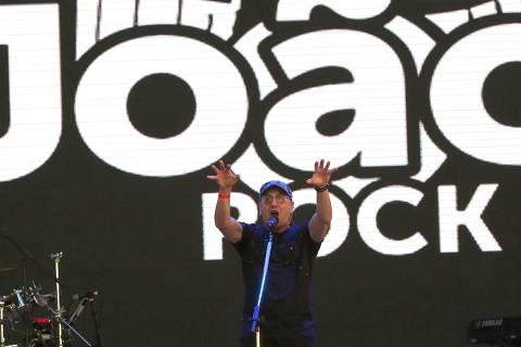Zeca Baleiro em show no festival João Rock, em Ribeirão Preto (SP)