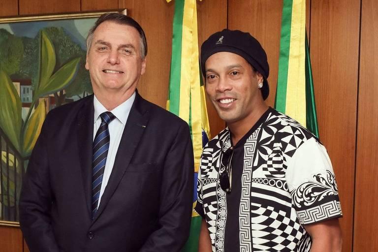O presidente Jair Bolsonaro recebeu o ex-jogador Ronaldinho Gaúcho em Brasília, em junho