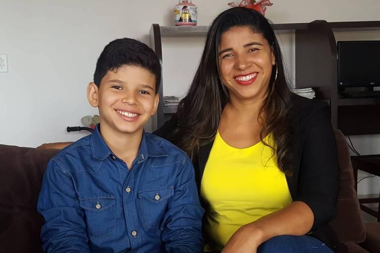 Rhenan Cauê e sua mãe, Ana Claudia. O jovem é o idealizador de projeto para limpar afluente do Araguaia