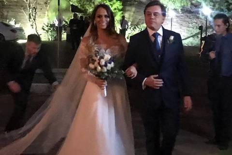 Chitãozinho casa a filha, Aline, em Campinas, com o jogador Rafael Longuine