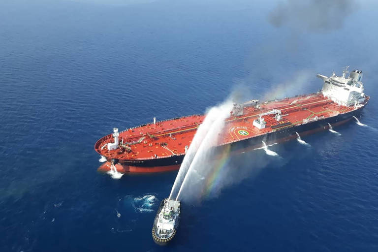 navio atacado