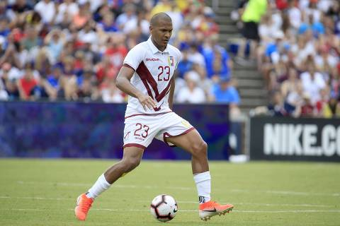 CINCINNATI, OHIO - JUNE 09: Salomon Rondon #23 of the Venezuela men's national team controls the ball in the first half of the game against the USA men's national team at Nippert Stadium on June 09, 2019 in Cincinnati, Ohio.   Andy Lyons/Getty Images/AFP == FOR NEWSPAPERS, INTERNET, TELCOS & TELEVISION USE ONLY ==