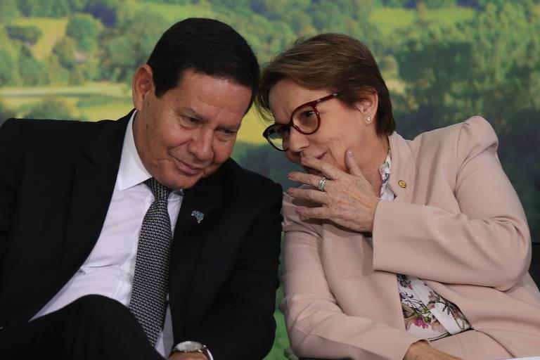 Vice-presidente conversa com a ministra da Agricultura, Tereza Cristina, durante cerimônia de Lançamento do Plano Safra 2019/2020