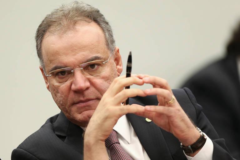 O deputado Samuel Moreira, relator da Comissão Especial da Reforma da Previdência, durante sessão de apresentação e leitura de seu relatório na comissão