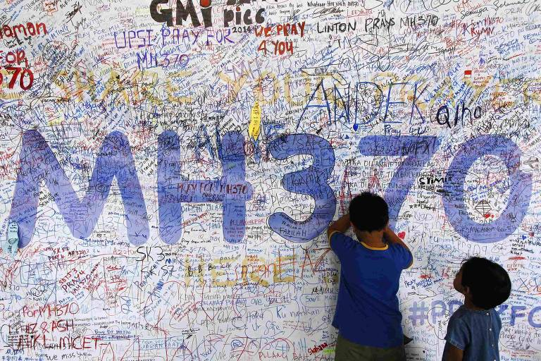 Piloto do MH370 estava deprimido e cortou oxigênio de avião, diz revista