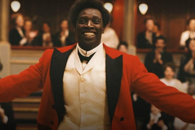 Famoso pelo papel de Driss no filme 'Intocáveis', ator Omar Sy interpreta primeiro palhaço negro francês em 'Chocolate'