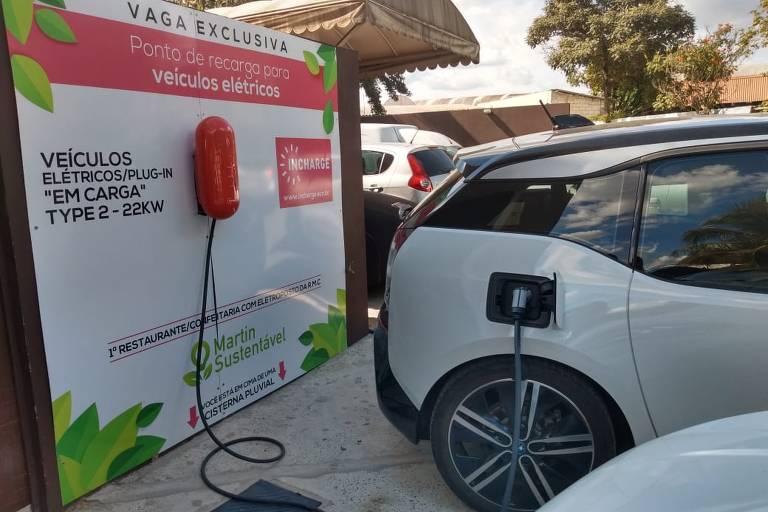 Brasileiros desenvolvem carregador para carros elétricos