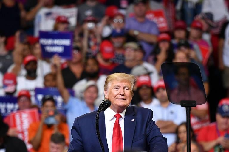 Donald Trump discursa em uma arena lotada em Orlando (Flórida) no lançamento de sua campanha à reeleição