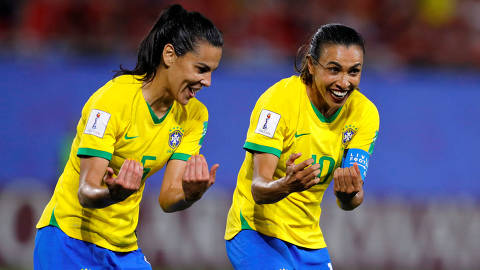 Soccer Football - Women's World Cup - Group C - Italy v Brazil - Stade du Hainaut, Valenciennes, France - June 18, 2019  Brazil's Marta celebrates scoring their first goal with Thaisa   REUTERS/Phil Noble ORG XMIT: AI
