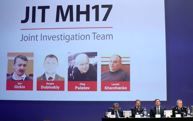 Autoridades, sentados lado a lado, falam sobre as investigações