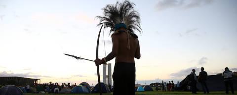 BRASILIA, DF,  BRASIL,  24-04-2019, 06h00: Índios de várias etnias de várias partes do Brasil montam acampamento no gramado da Esplanada dos Ministérios, em frente ao Congresso Nacional. O movimento chamado Acampamento Terra Livre acontece todos os anos no mês de abril. (Foto: Pedro Ladeira/Folhapress, PODER)