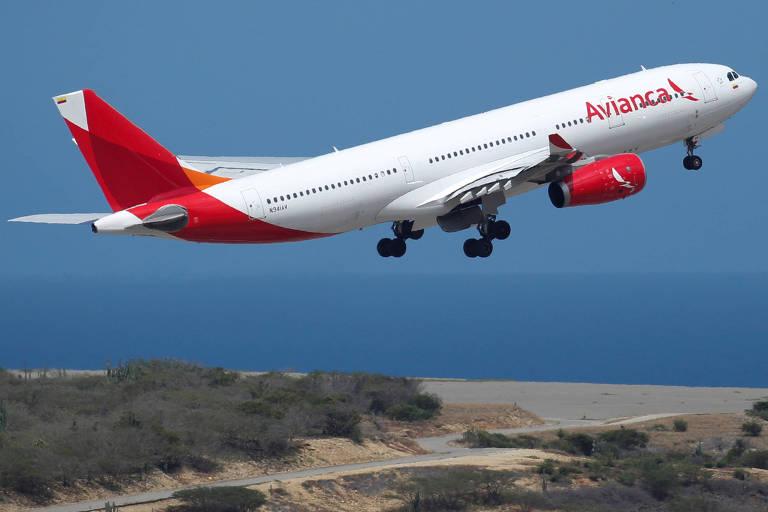 Airbus-330 da Avianca colombiana, similar ao que faz algumas rotas no Brasil, decola em Caracas