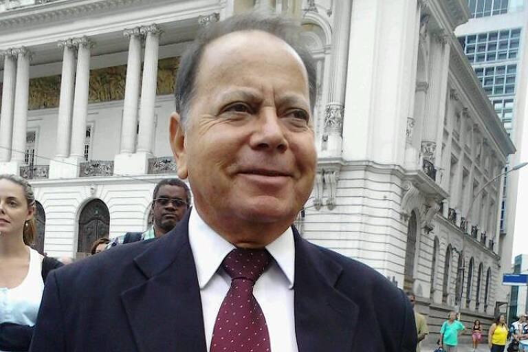Neilton Serafim Ferreira ficou conhecido como a voz do Theatro Municipal do Rio de Janeiro