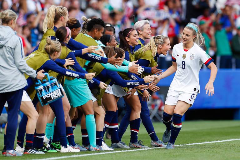 Julie Ertz, dos Estados Unidos, comemora gol contra o Chile na Copa do Mundo de 2019