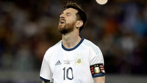 (190619) -- BELO HORIZONTE, 19 junio, 2019 (Xinhua) -- El jugador Lionel Messi, de Argentina, reaccionan durante el partido correspondiente al Grupo B de la fase de grupos de la Copa América 2019, ante Paraguay, celebrado en el Estadio Mineirao, en Belo Horizonte, Brasil, el 19 de junio de 2019. (Xinhua/Lucio Tavora) (lt) (da) (vf)