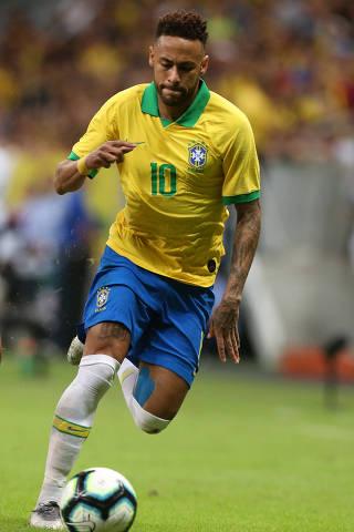BRASÍLIA, DF, 05.06.2019  - Neymar durante partida amistosa entre as seleções de Brasil e Qatar no estádio Nacional Mané Garrincha, em Brasília (DF). (Foto: André Coelho/Folhapress)