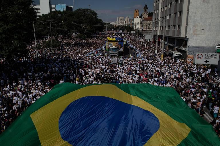 Fiéis durante a Marcha para Jesus, em São Paulo